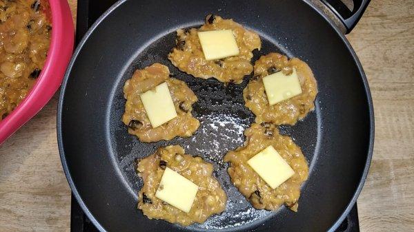 Рубленые куриные котлеты с черносливом и сыром
