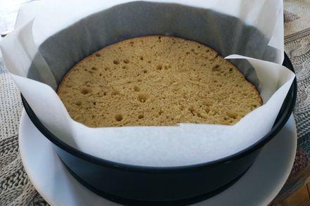 Торт с ягодно-сметанным слоем и желе со свежей клубникой. (фоторецепт)