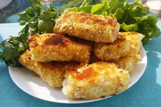 Хрустящая закуска из капусты с мясом, помидорами и сыром. (Фоторецепт)